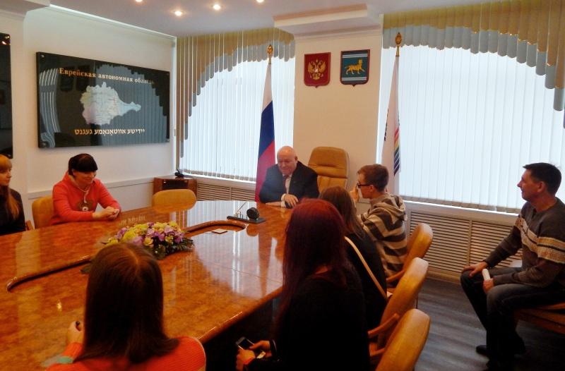 Молодежный актив РО ЛДПР познакомился с работой парламента ЕАО
