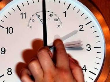 Депутаты поддержали инициативу о переводе часов назад