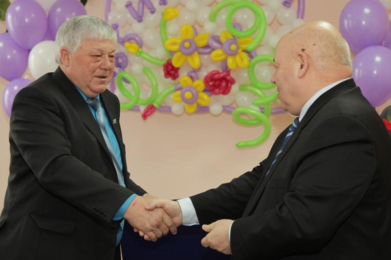 Депутаты поздравили Л. Гуленка с 65-летием