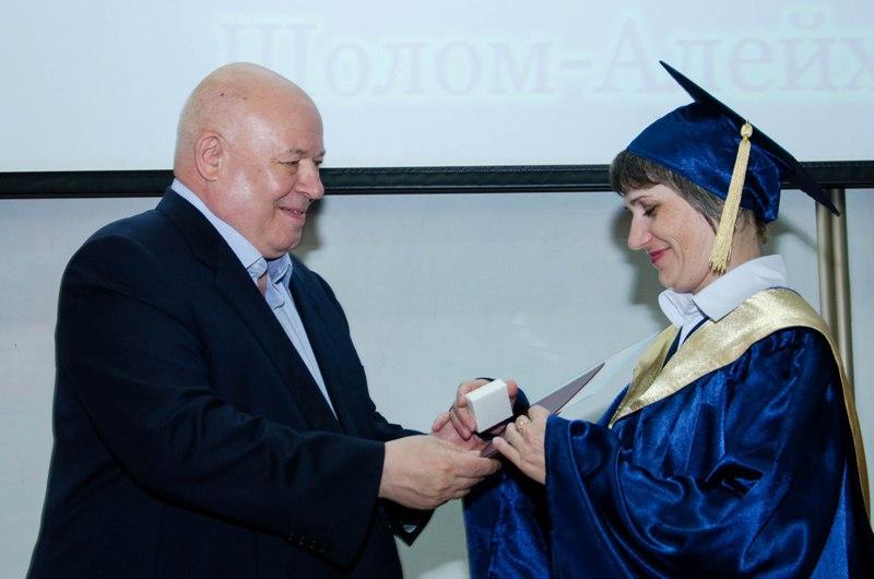 А. Тихомиров вручил дипломы магистрам ПГУ