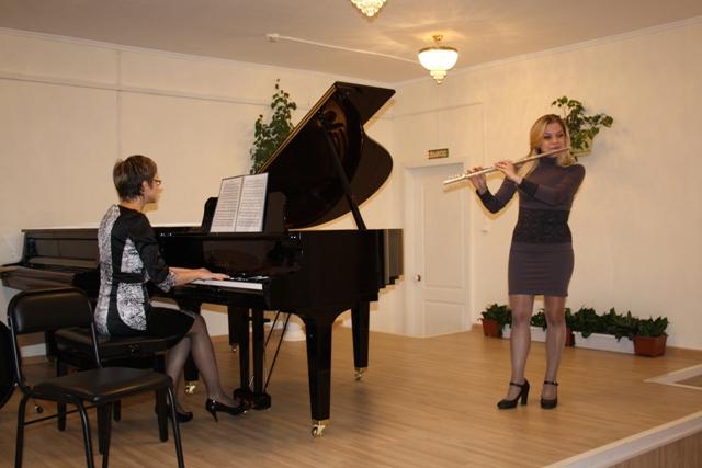 Депутат сделал подарок музыкальной школе