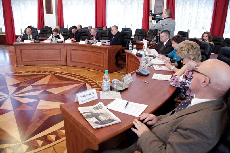 Парламент ЕАО проголосовал за личное участие кандидатов в теледебатах