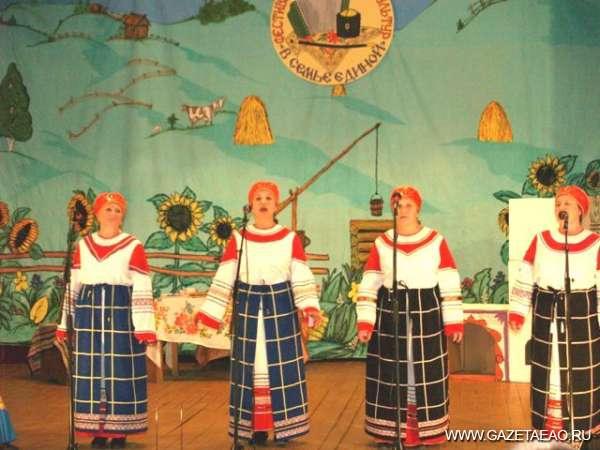 Депутаты поздравили ансамбль «Крыныченька» с днем рождения