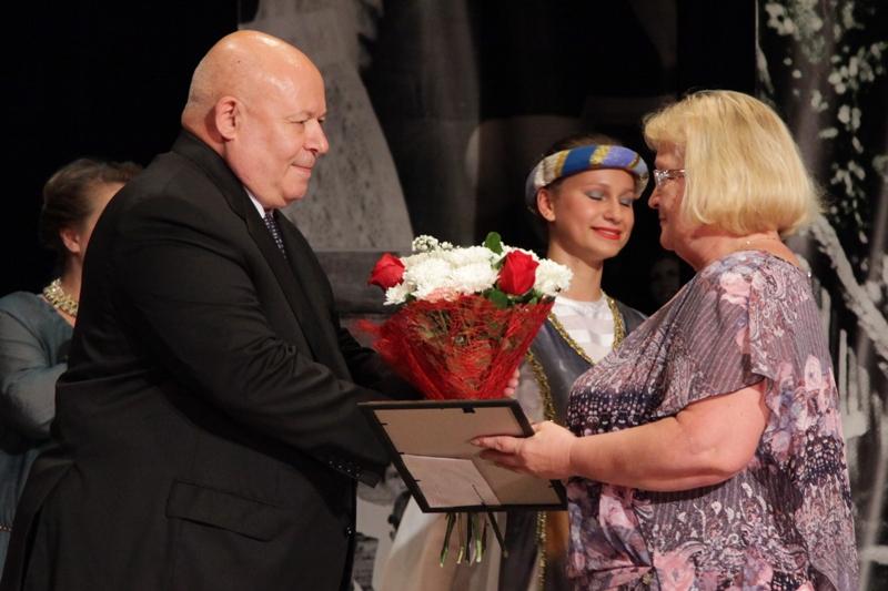 Депутаты поздравили педагогов области