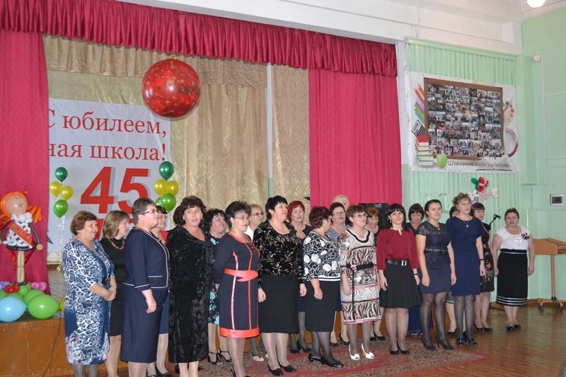 Депутаты поздравили третью школу п. Смидович с днем рождения