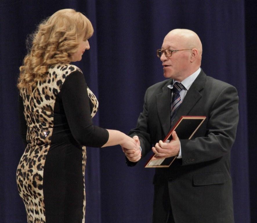 Награды областного парламента вручены жителям ЕАО