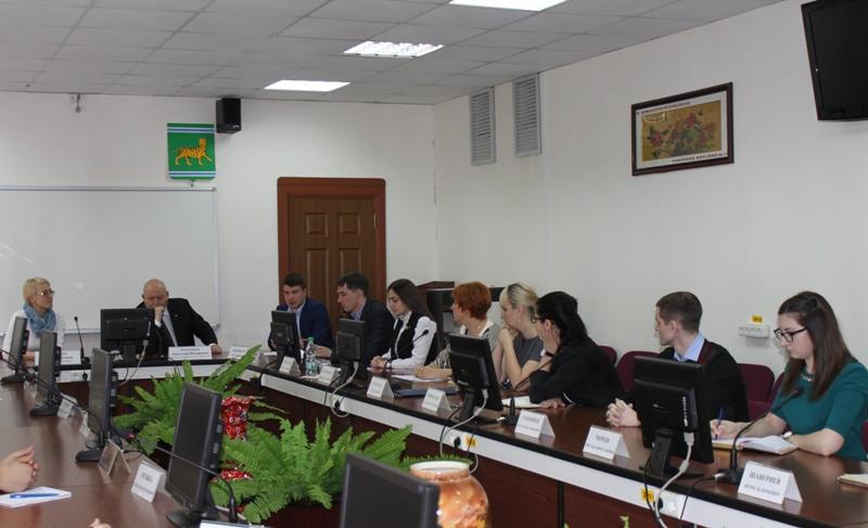 А. Тихомиров: Ответственность власти и молодежи должна быть взаимной
