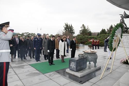 Сенаторы посетили Корею и Вьетнам