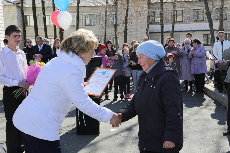 Жители Валдгейма получили награды парламента ЕАО