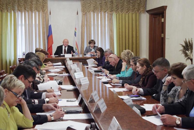 Депутаты обсудили государственные программы ЕАО на 2015 год