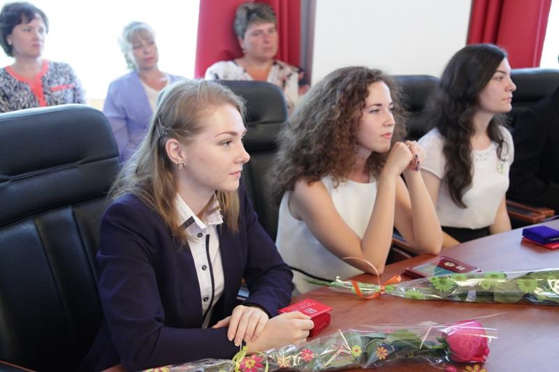 Выпускникам автономии вручены медали ЕАО