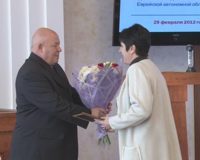 Анатолий Тихомиров вручил награды жителям ЕАО