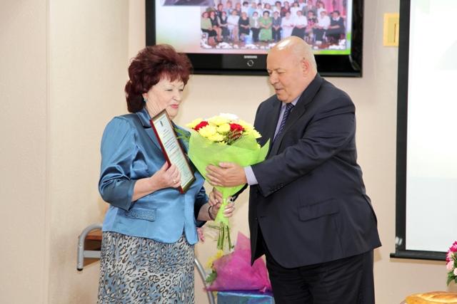 Депутаты поздравили М. Самойленко с юбилеем