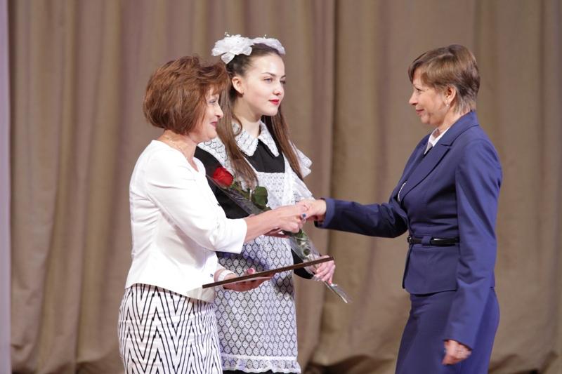 Награды парламента ЕАО вручены педагогам области