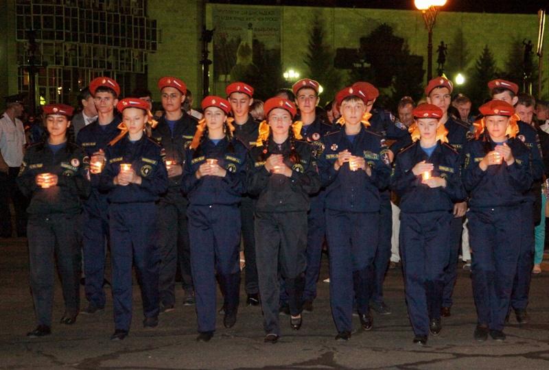 В Биробиджане свечным шествием отметили день окончания войны