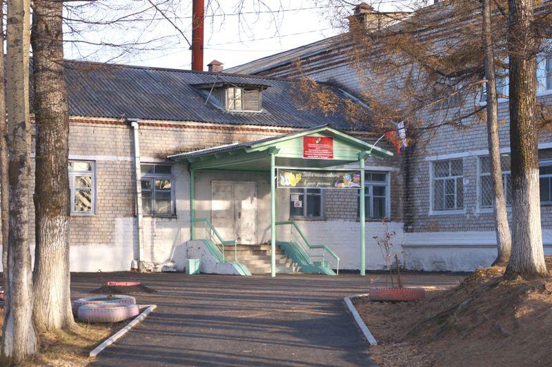 Депутаты поздравили Кульдурскую школу с юбилеем