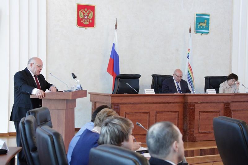 Губернатор ЕАО отчитался перед депутатами