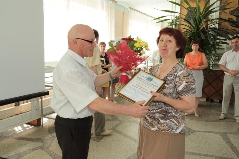 Депутаты поздравили работников «Виктории»
