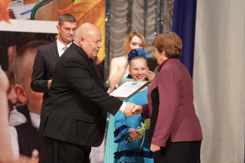 Педагогам ЕАО вручены награды Законодательного Собрания