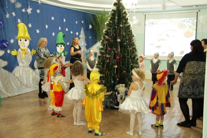 Депутаты и активисты ОМП поздравили ребятишек детдома с Новым годом