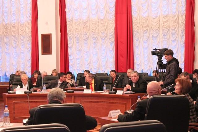 Лидеры парламентских фракций ответят на вопросы избирателей