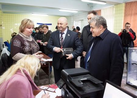 Сенаторы наблюдают за ходом референдума в Крыму