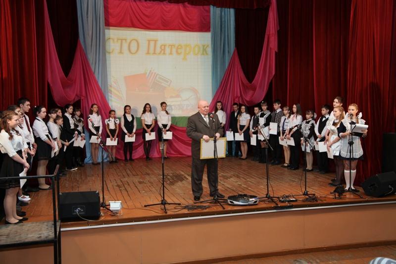 Премию «Сто пятерок» получили ученики Октябрьского района