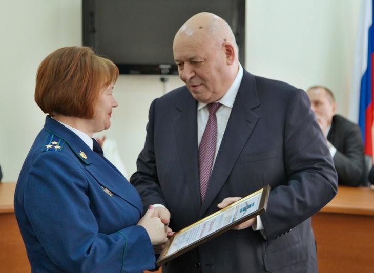 Ветеранам прокуратуры вручены награды парламента ЕАО