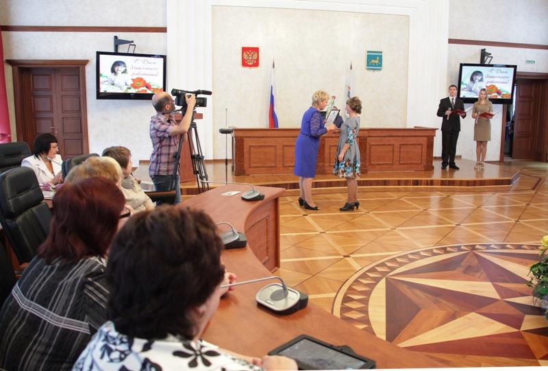 Работникам дошкольного образования вручены награды парламента ЕАО