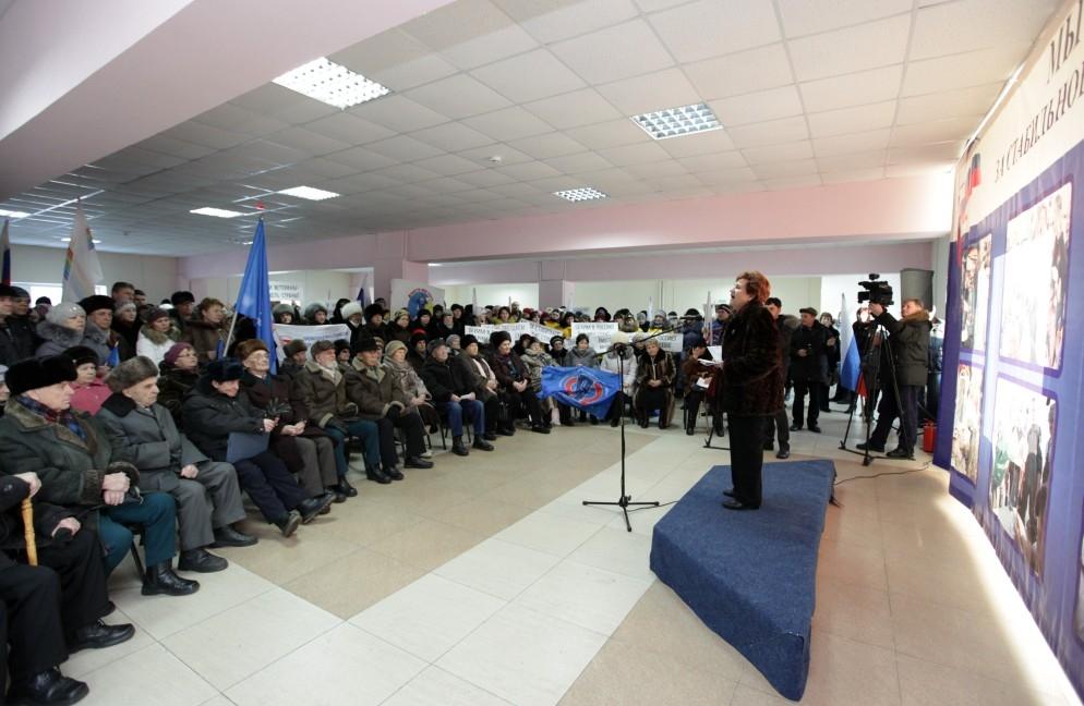 В Биробиджане прошел митинг в поддержку правительства РФ
