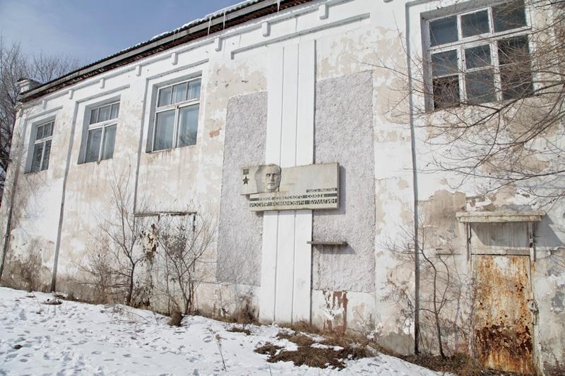 Депутаты предлагают перенести в музей барельеф И. Бумагина