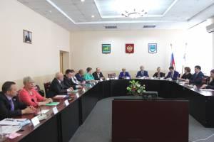 Депутаты парламента ЕАО поздравили Думу Биробиджана с юбилеем