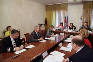 Проходят заседания постоянных комитетов