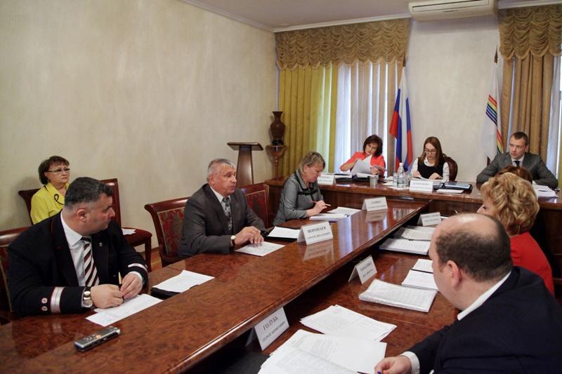 В парламенте ЕАО проходят заседания профильных комитетов