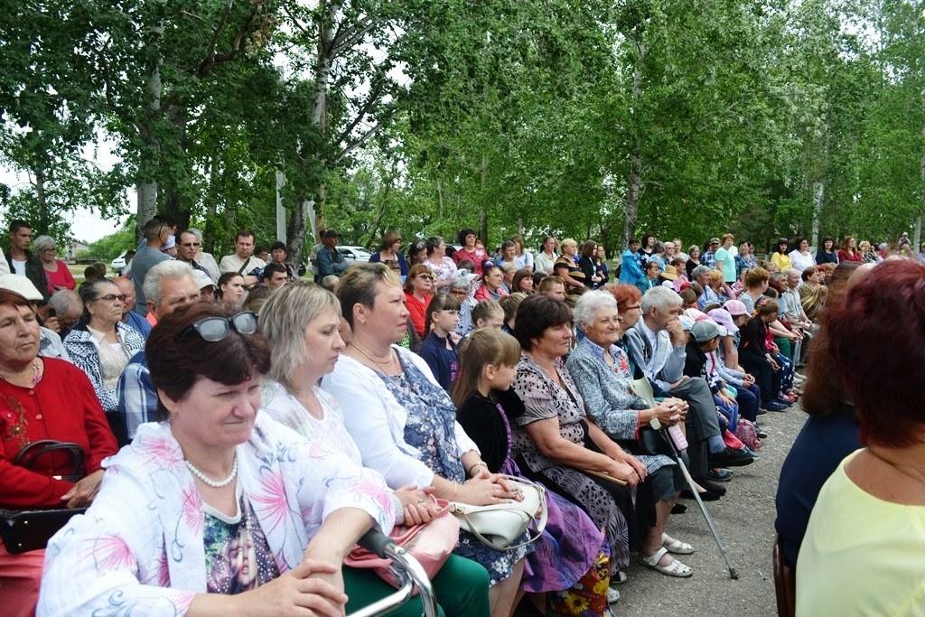 Законодатели поздравили жителей Бирофельда с юбилеем села