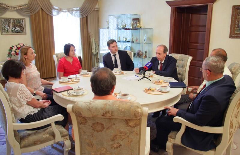 Состоялась встреча губернатора и руководителей фракций в парламенте ЕАО