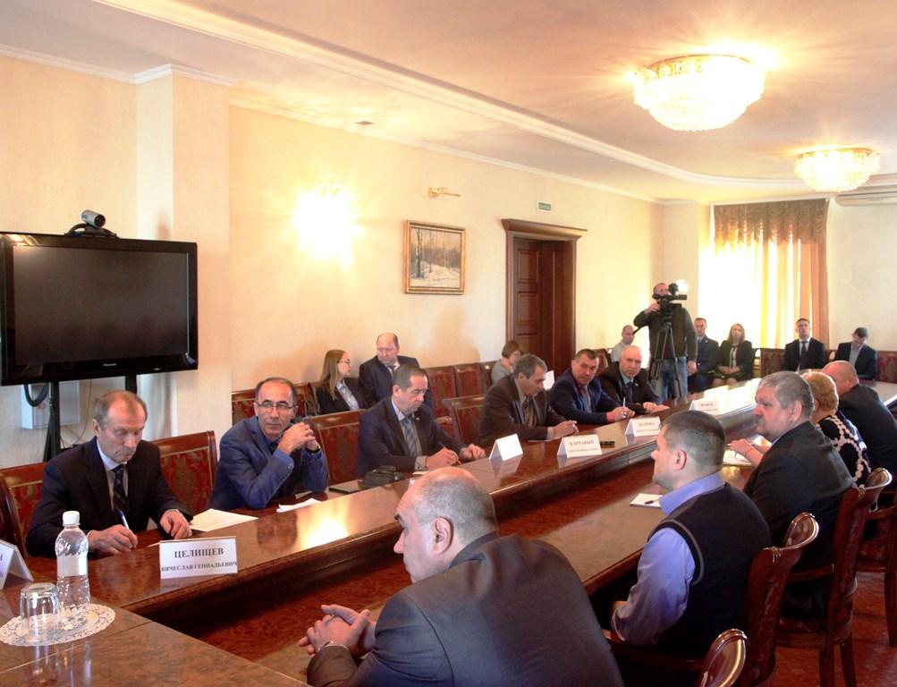 Депутаты обсудили межбюджетные отношения области и муниципалитетов