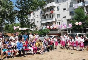 Депутаты поздравили биробиджанцев с Днем соседей