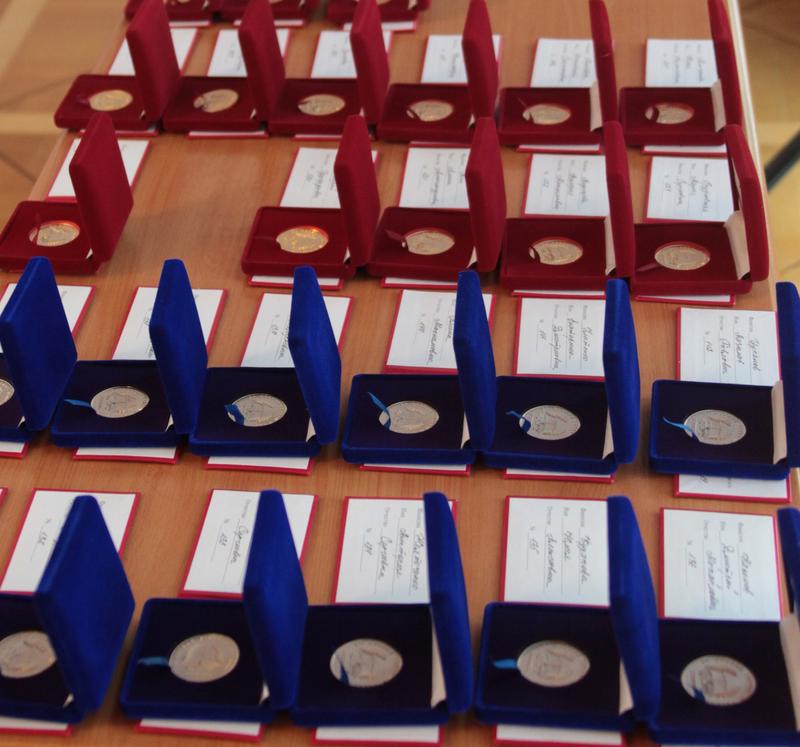 Имеющих право на медали выпускников может стать больше
