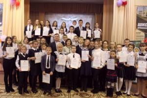 Школьникам Биробиджанского района вручена премия «Сто пятерок»