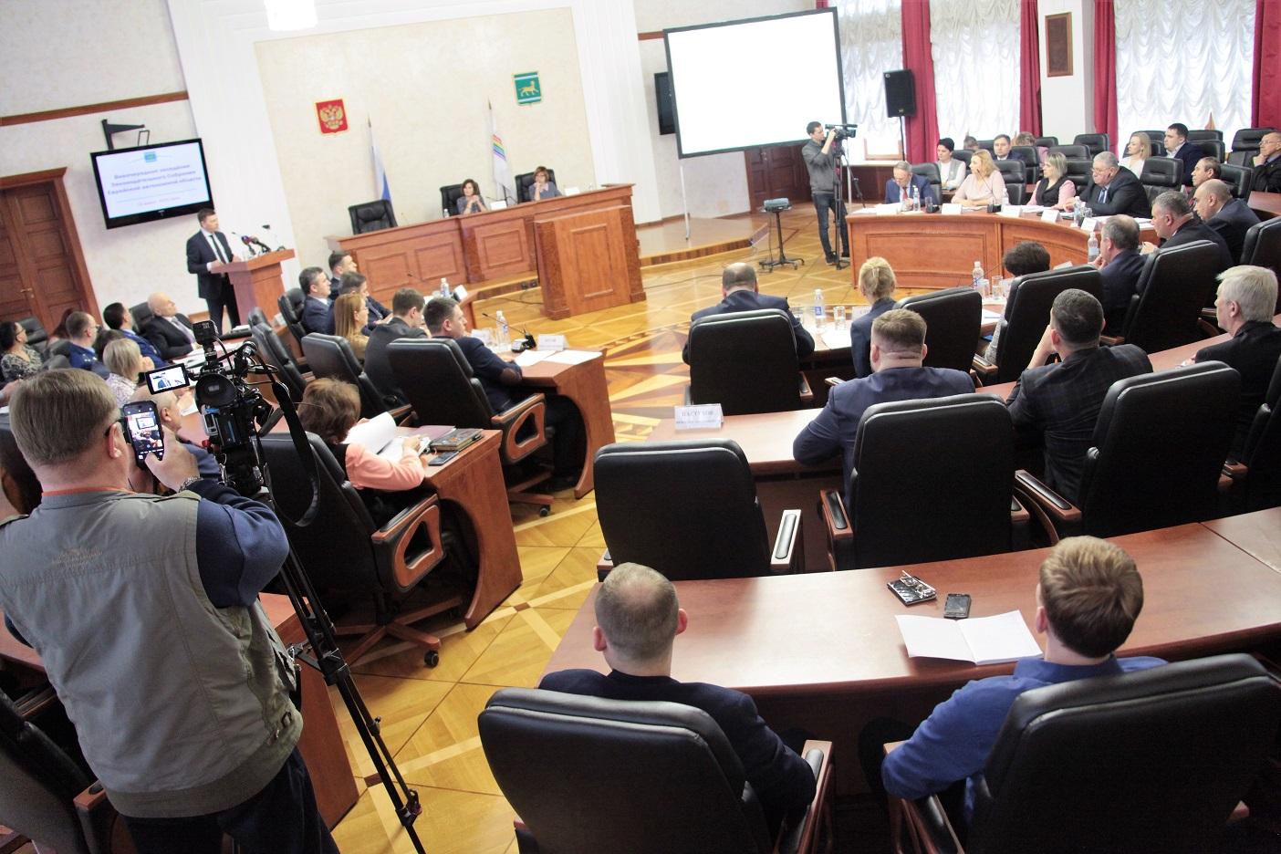 Депутаты одобрили поправки в Конституцию РФ