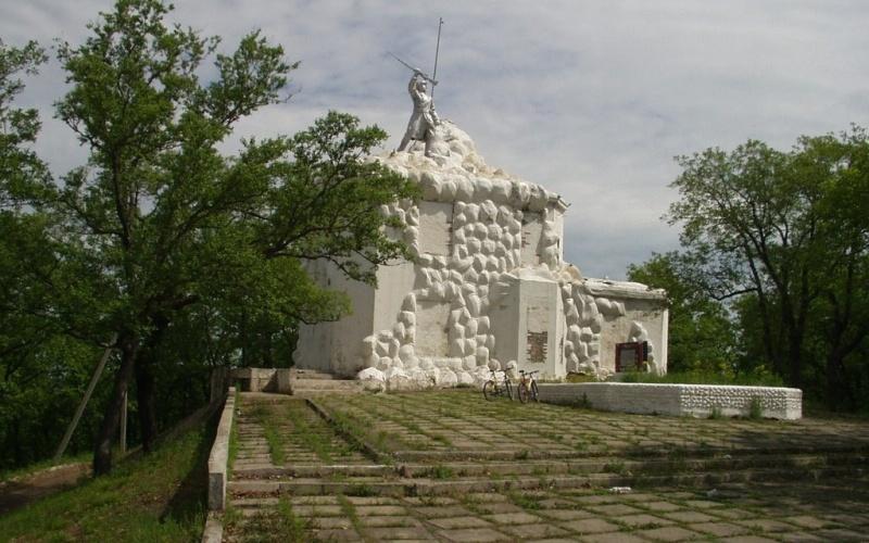 В парламенте ЕАО обсудили ход реставрации Волочаевского мемориала