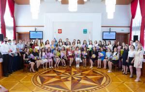 Выпускники школ ЕАО получили награды губернатора и парламента ЕАО