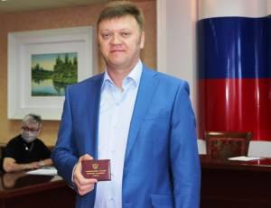 Мандат депутата вручен Андрею Решетько